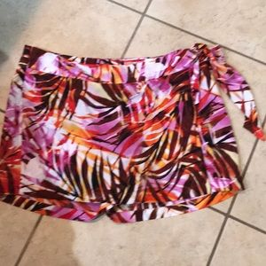 Cach'e shorts with wrap size 4